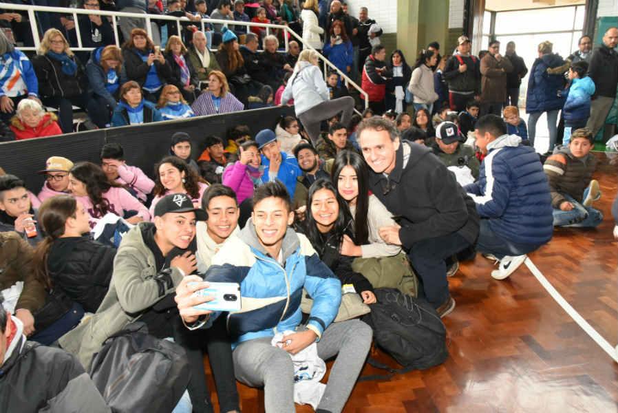 Con la participación de cientos de jóvenes, comenzaron los Juegos Deportivos San Martín