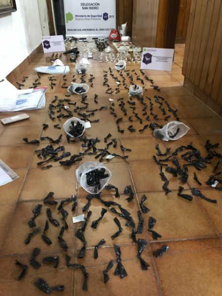 Desarticulan banda narco en San Fernando: nueve detenidos con armas, dinero y más de 5 mil dosis de cocaína y marihuana