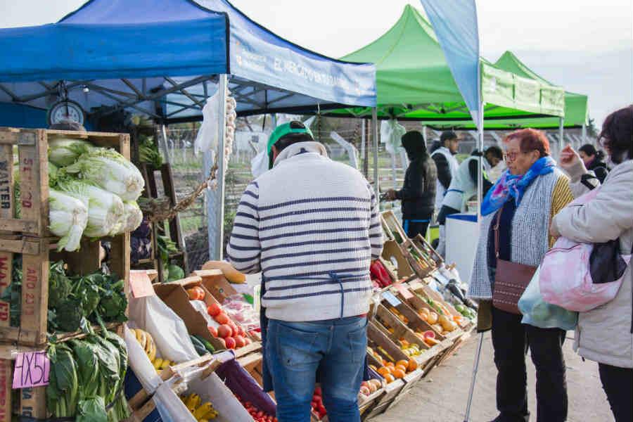 """Las ferias itinerantes de """"El Mercado en tu Barrio"""" recorren Pilar"""
