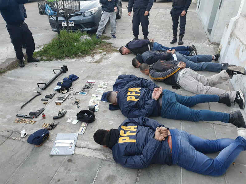 Cayó banda de falsos policías federales que simulaban allanamientos para robar en viviendas cinco detenidos