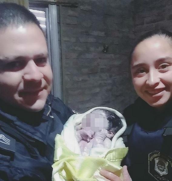 Policías de José C. Paz ayudaron a una mujer a dar a luz