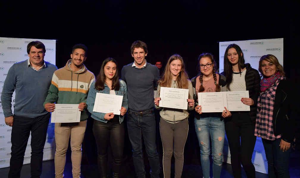 Juan Andreotti entregó becas a alumnos de escuelas secundarias y técnicas de San Fernando