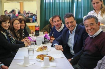 Sergio Massa visitó hoy el Centro De Jubilados Jubelen, en la ciudad de Escobar, junto al intendente local Ariel Sujarchuk