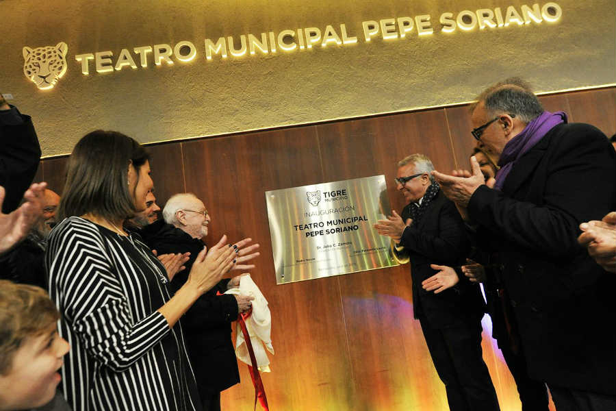 Julio Zamora inauguró el Teatro Municipal en Benavídez