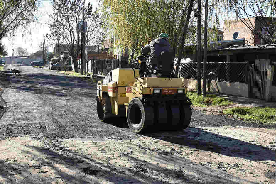Julio Zamora recorrió obras de asfalto en Benavídez