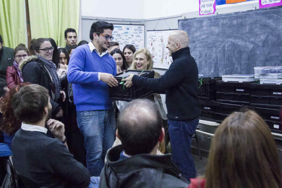 Entregan kits de robótica para jóvenes de Pilar