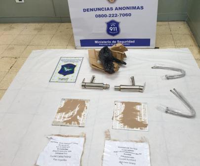 Aguas blancas: intentaron enviar cocaína oculta dentro de planchas de policarbonato que protegían canillas