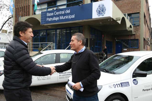 El intendente Gustavo Posse entregó a los vecinos cinco vehículos que recorren las calles a modo de alerta y refuerzan la seguridad.