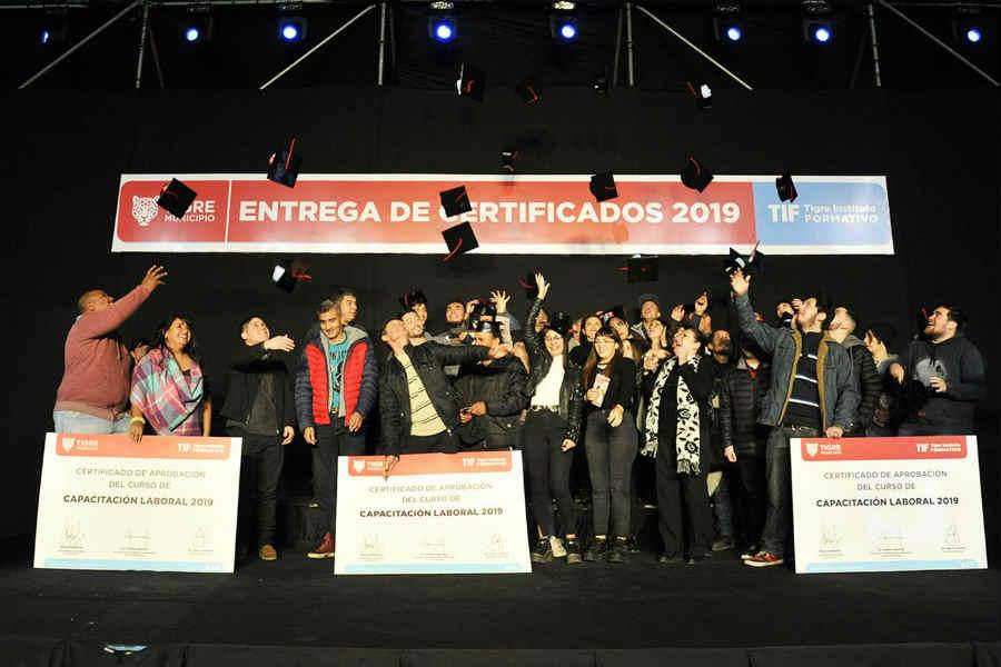 Más de 1.000 vecinos recibieron nuevos certificados del Tigre Instituto Formativo