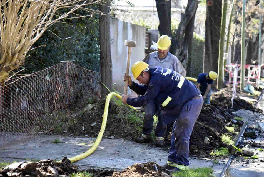 El intendente de Tigre, Julio Zamora, recorrió las obras que se realizan sobre la calle Calzadilla, en el barrio Virgen del Talar. Se trata de un total de 4000 metros de cañería, en un radio de 14 manzanas.