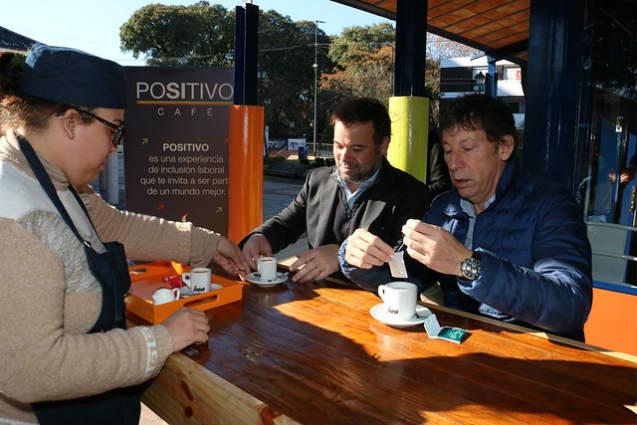 """Santiago Ibarzabal, y el intendente de San Isidro, Gustavo Posse, se reunieron en el recientemente inaugurado """"Café Positivo"""""""