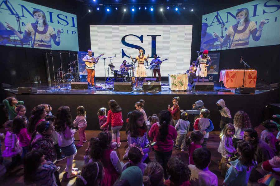 En San Isidro más de 800 personas bailaron y cantaron al ritmo de Mariana Baggio