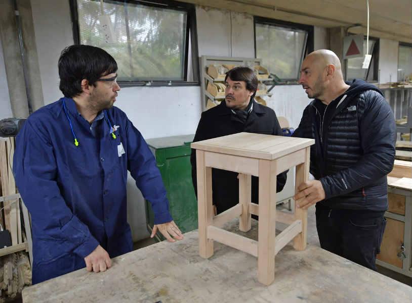 La Escuela de Oficios de San Fernando también ofrece cursos de carpintería y soldadura