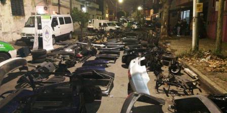 Desbaratan taller clandestino de autopartes en José Ingenieros
