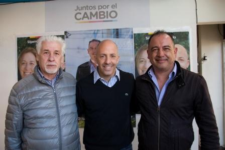El intendente de Pilar y precandidato de Juntos por el Cambio, Nicolás Ducoté se reunió ayer con los militantes del Frente Unión Federal y su dirigente, Luis del Castillo, en su local de Bolívar y Vergani, en Pilar centro.