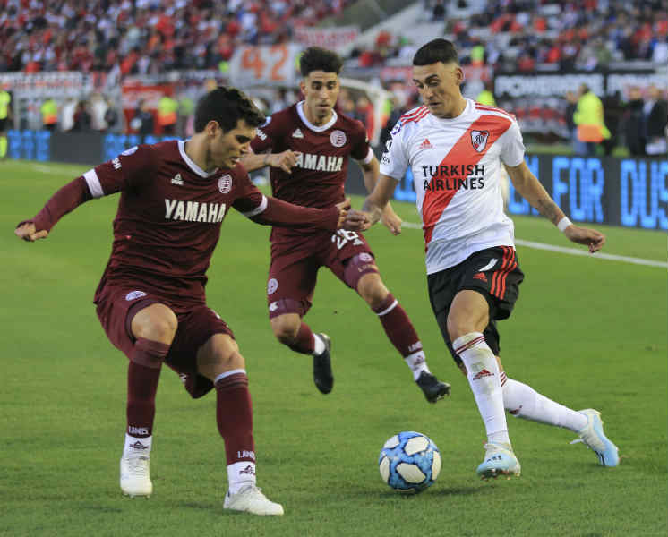 A River le alcanzó con una ráfaga para golear a Lanús por la Superliga