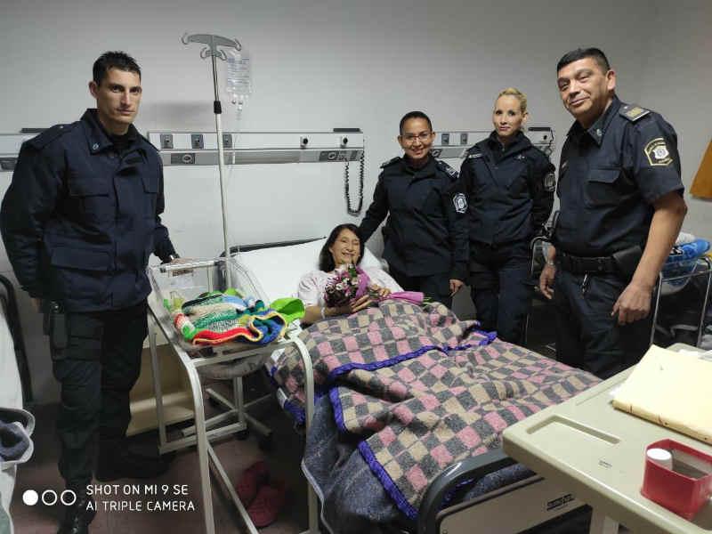 Policías parteros ayudaron a una mujer a dar a luz a su beba en Mar del Plata