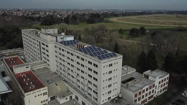 El Hospital Central de San Isidro incorporó paneles solares para generar energía renovable