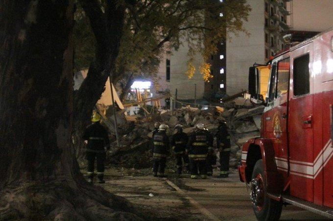Se derrumbó un edificio en construcción sobre la avenida General Paz en Tres de Febrero