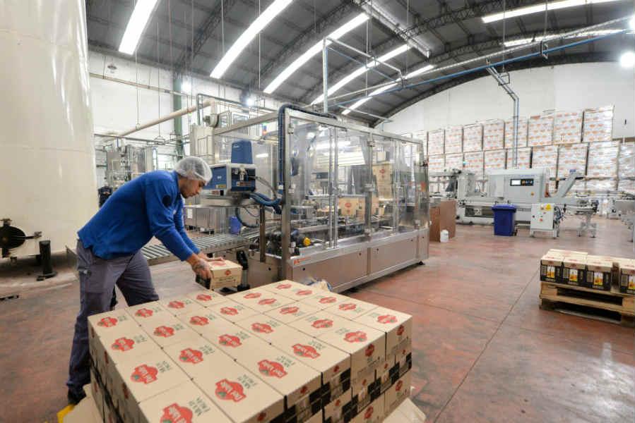 Andreotti visitó la histórica empresa Sidra Del Valle
