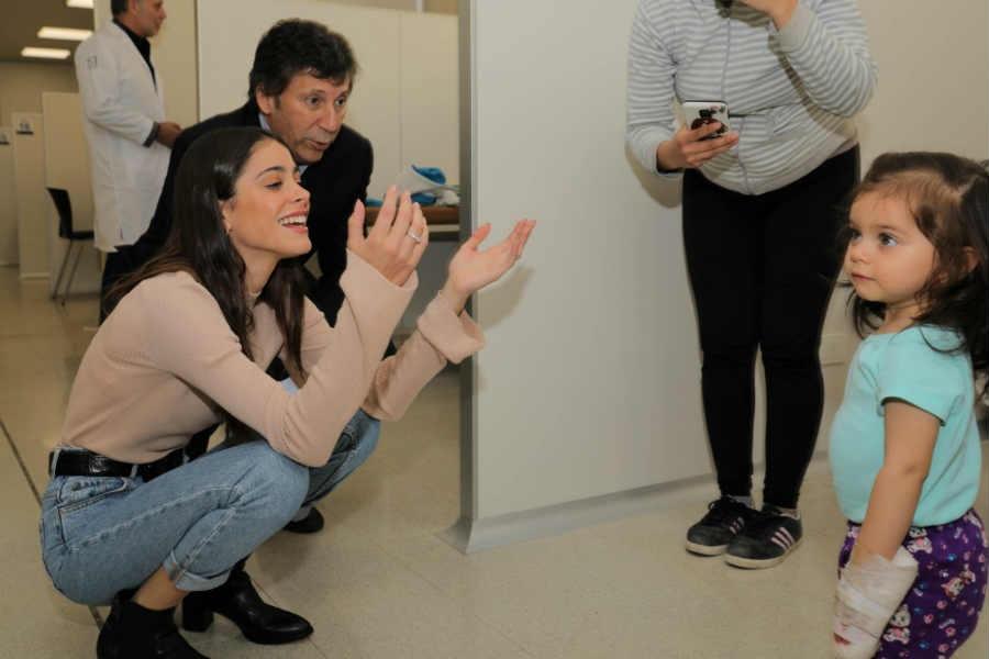 Tini Stoessel visitó el nuevo Hospital Materno Infantil de San Isidro