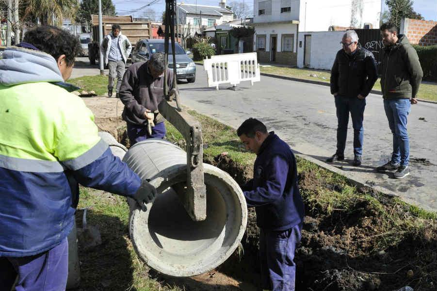 Julio Zamora dialogó con vecinos y supervisó obras realizadas por el Municipio en el barrio El Arco