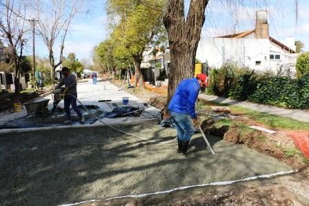 El municipio sigue renovando pavimentos  en Las Lomas de San Isidro