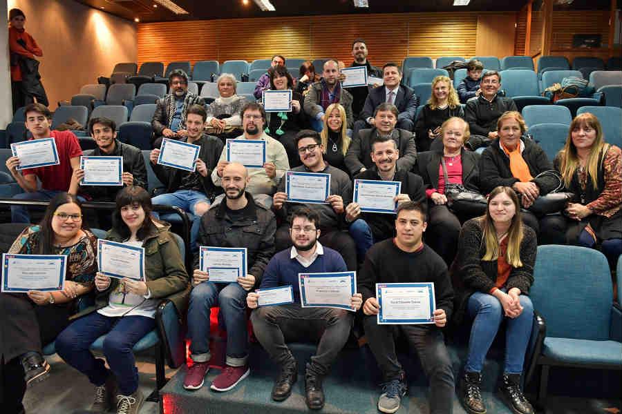 San Fernando y Telecom entregaron diplomas a jóvenes capacitados en oficios digitales