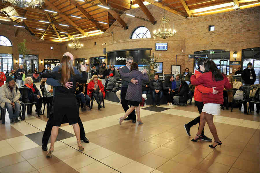 Miércoles de danza y canto en la Estación de Trenes de Tigre