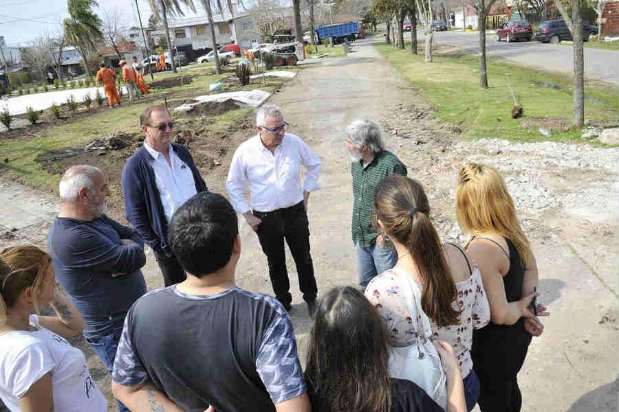 Julio Zamora supervisó la remodelación de la Plaza Democracia de General Pacheco - elcomercioonline.com.ar
