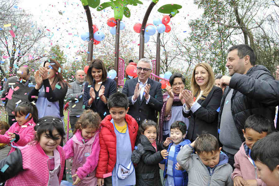 Julio Zamora inauguró los nuevos juegos del Jardín N°909 de Tigre centro