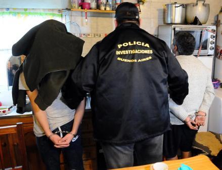 Pedían 20 mil dólares para no romper cartelería y no ser amedrentados en el Acceso Sudeste: hay tres detenidos