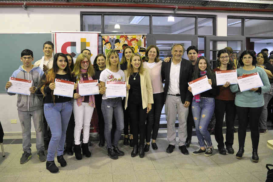 Más de 200 vecinos finalizaron el curso de inglés del Centro de Idiomas Tigre