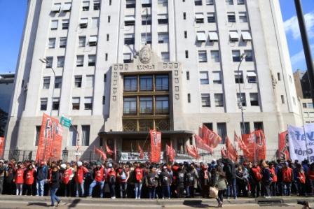 Movimientos sociales reclamaron la emergencia alimentaria con un acampe en Desarrollo Social y protestas en todo el país