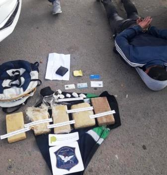 """Detuvieron en Virrey del Pino a """"Chavito"""", le secuestraron 6,5 kilos de marihuana"""