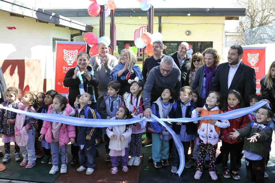 Julio Zamora inauguró el renovado patio del jardín N°915 en Las Tunas