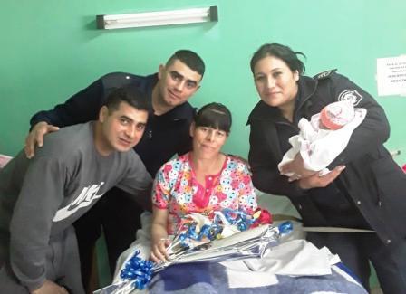 Policías ayudaron a dar a luz a una mujer en Quilmes