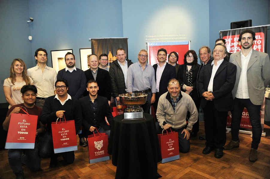 El intendente Julio Zamora acompañó a los 12 jugadores durante el sorteo del fixture. Las partidas se llevarán a cabo hasta el 26 de septiembre en el Museo de Arte Tigre y en el Concejo Deliberante local.