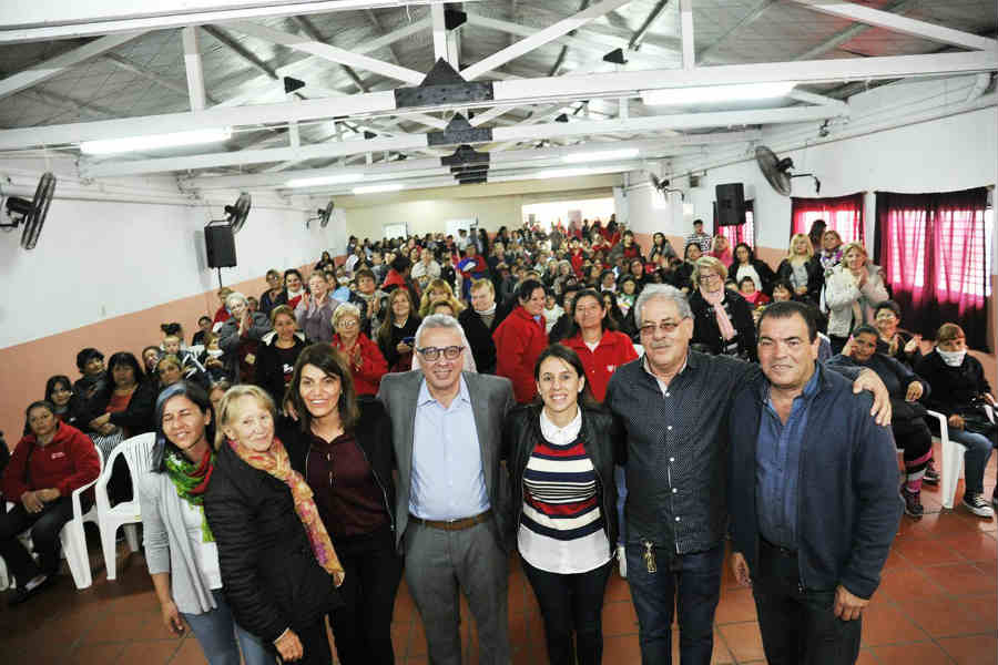 En la Sociedad de Fomento de Ricardo Rojas, el Municipio de Tigre realizó un nuevo reconocimiento a trabajadores y trabajadoras vecinales del distrito.
