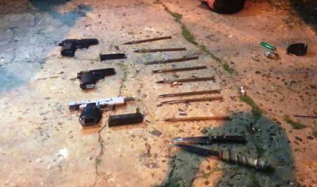Una metralleta,4 pistolas y 4 detenidos integrantes de la barra de Chacarita