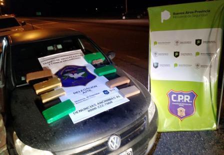 Azul: Detienen a un auto en la ruta y le encuentran casi diez kilos de marihuana