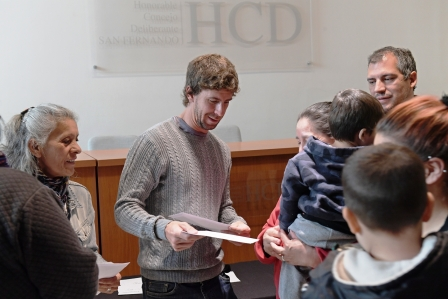 Juan Andreotti otorgo nuevas ayudas económicas a familias de San Fernando