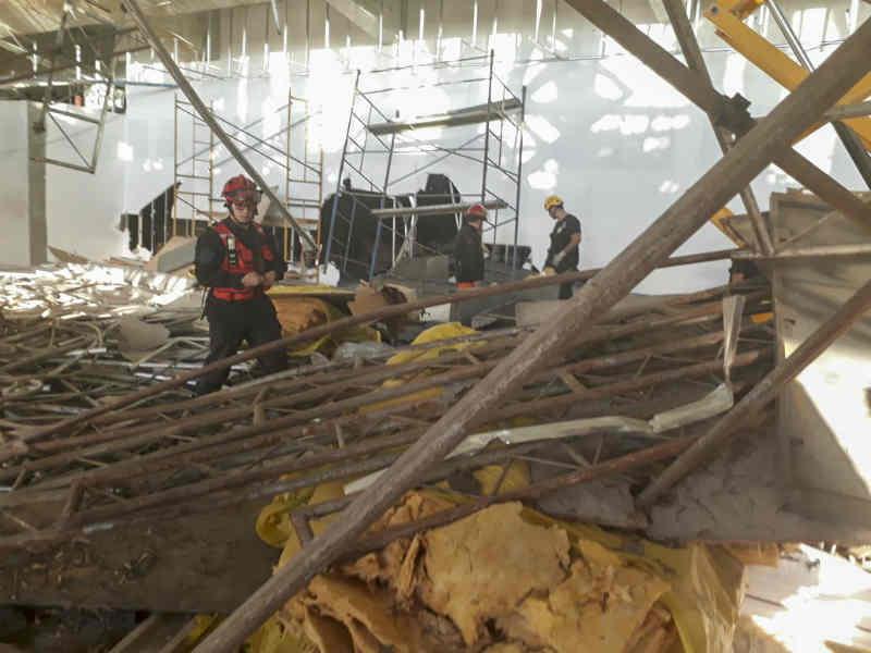 Un muerto y diez heridos tras un derrumbe en el Aeropuerto de Ezeiza