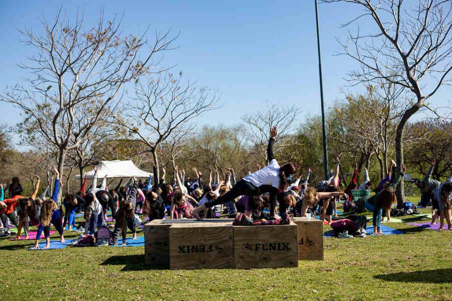Yoga y meditación en el Paseo de la Costa de Vicente López