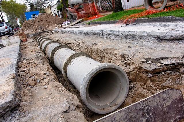 Conectan desagües en Martínez para evitar anegamientos