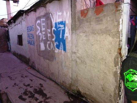 """""""Se vende esta casa"""", así avisaban que había droga una banda desarticulada en Quilmes: hay cuatro detenidos"""