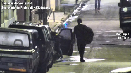 Robaron objetos de un auto abandonado en  Tigre  y fueron acorralados por las cámaras