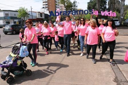 Una multitud caminó en San Isidro para concientizar sobre el cáncer de mama