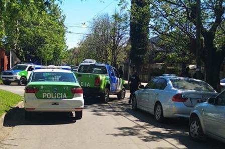 Dos personas asesinadas y dos heridas en una toma de rehenes en Rafael Calzada: hay un detenido y dos prófugos