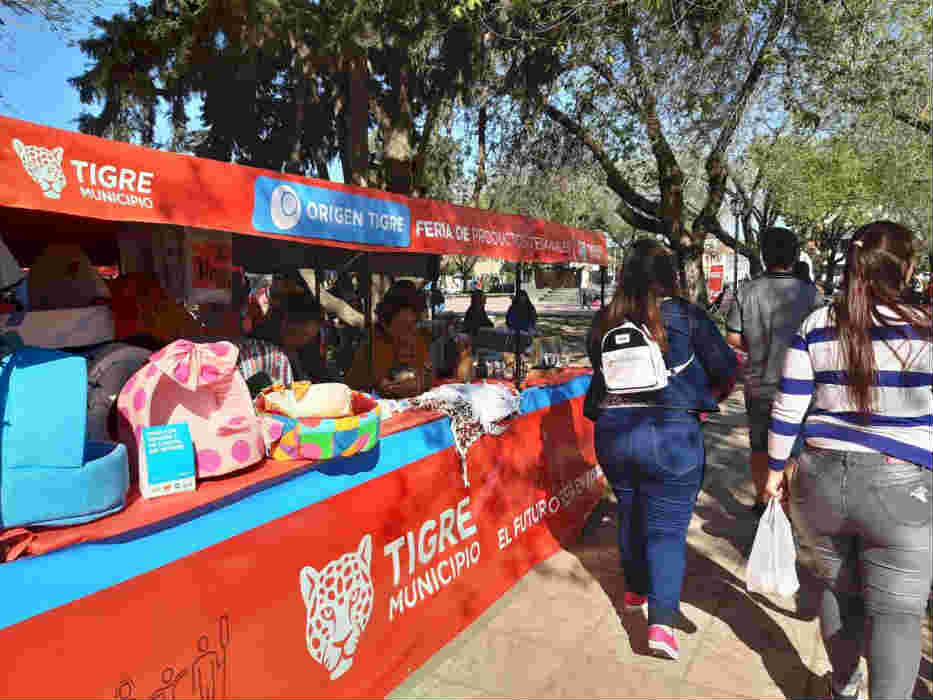 """La feria municipal """"Origen Tigre"""" tuvo una nueva edición en la Plaza Pacheco"""